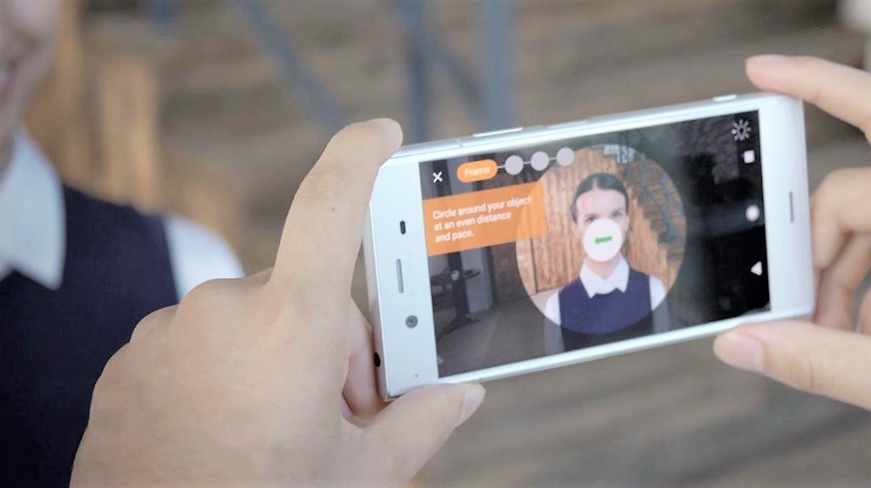 Capturing a face with Sony 3D Creator.